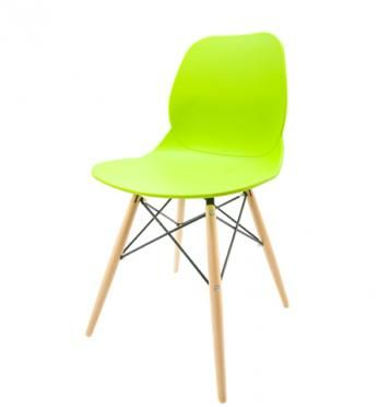 Elegantní plastová židle v zelené barvě na dřevěných nohách.   Pokud toužíte po nadčasovém interiéru, jsou pro Vás plastové křesílka to pravé. Velmi oblíbený design 50. let příjemně oživí Váš domov a navíc už nebudete chtít sedět na ničem jiném.  Tyto křesíkla můžete kombinovat s ostatními židlemi v různých barvách. Jsou vhodné jak k jídelnímu stolu tak například ke čtení nebo do chodby, kde je bude každý obdivovat.