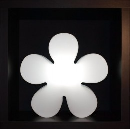 Shining Flower - hier blühen die Blumen auch im Dunkeln. Die Aussenbeleuchtung Shinig Flower illuminiert Ihren Aussenbereich stilvoll.