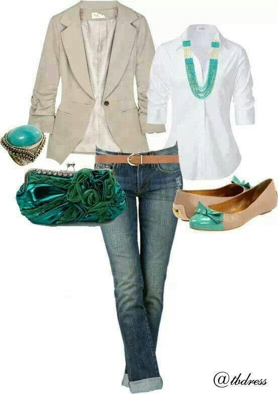 Aqui a camisa branca vai elegante e confortável com o paletó e sapatilha! Veja nossa versão de camisa branca com acabamento em cetim: http://www.estevamstore.com.br/camisa-feminina-estevam-branca-com-cetim-preto.html