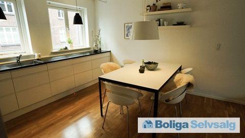 Vestergade 79, 1. tv., 8000 Aarhus C - Stort altan, egen p-plads og nyt køkken. Mulighed for forældrekøb #andel #andelslejlighed #andelsbolig #aarhus #selvsalg #boligsalg #boligdk