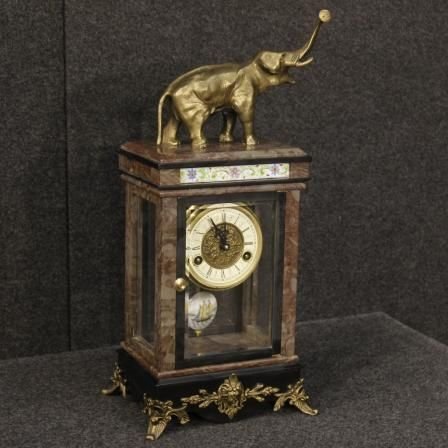 1100€ Dutch clock in marble with elephant sculpture. Visit our website www.parino.it #antiques #antiquariato #furniture #collectibles #antiquities #antiquario #gold #golden #marble #metal #decorative #interiordesign #elephant #sculpture #homedecoration #antiqueshop #antiquestore #clock