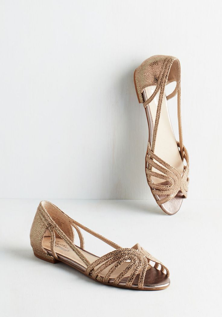 Would I Lie Flat. One thing these sparkling flats by Seychelles can promise is a boatload of compliments. #gold #modcloth