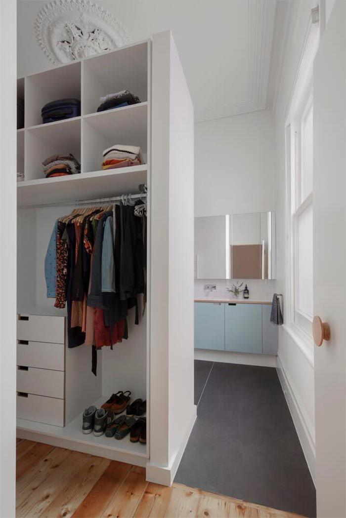 vestidor-abierto-al-aseo-mueble-azul-claro