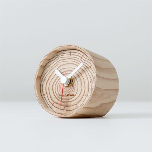 おしゃれなデザインのおすすめ掛け時計、置き時計33選【インテリア ... 輪切りにした丸太をそのまま生かしたモアトゥリーズの置時計「年輪の置時計」! まるで手で描いた模様のように、文字盤にくっきりと現れた年輪が特徴です。