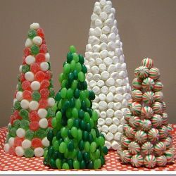 Sapin de #Noel en bonbons, Christmas Candy treesmuch fun and they are so cute  : ))