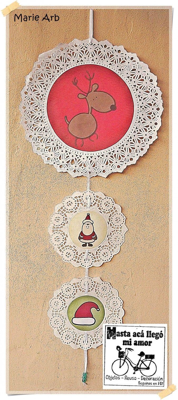 Móvil de blondas de papel blancas con imagen navideña, cinta de raso y terminación de piedritas a tono.<br /> <br /> Medida: 1 blonda nº21 + 2 blondas nº12<br /> <br /> S�LO ESTOS 2 EN STOCK. CONSULTAR POR PEDIDO.