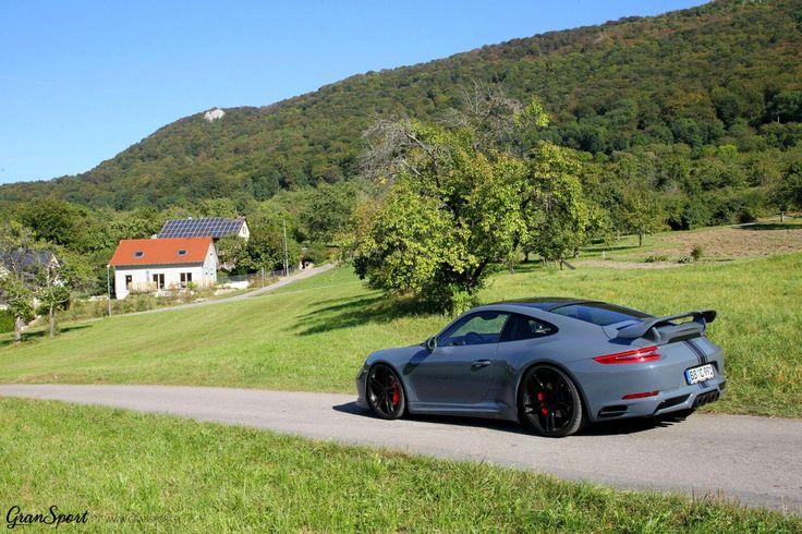 Idealny kompan na letnie wypady za miasto? 😎  Porsche 911(991.2) wydaje się odpowiednim towarzyszem 😈szczególnie wyposażone w kompletny pakiet stylistyczny oraz zestaw felg TechArt!  Jeżeli chciałbyś wyróżnić swoje Porsche 911 - to zdecydowanie najlepszy sposób 😍  Oficjalny Dealer TECHART GranSport - Luxury Tuning & Concierge http://gransport.pl/index.php/techart.html