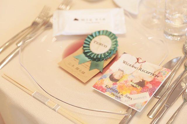 ・ ✳︎ #weddingtbt  結婚式レポ*:.。.❁ 席札ロゼット♡ ・ 当日は手作りしたロゼットが映えるように シンプルにコーディネートしてもらいました♪ ・ picは、ゲストの方が席次表をちょうど置いているところをカメラマンさんが撮影してくれていたようです 笑 ✳︎ ・ #卒花 #卒花嫁 #結婚式レポ #席札 #ロゼット #席札ロゼット #手作り #diy #プレ花嫁 #2016夏婚 #mia嫁 #関西花嫁