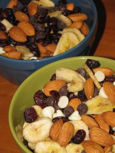 """Homemade Skinny Trail Mix. Great for GIFTS, PARTIES and SANTA! (said previous pinner, but """"I"""" say hiking! yeah!)"""