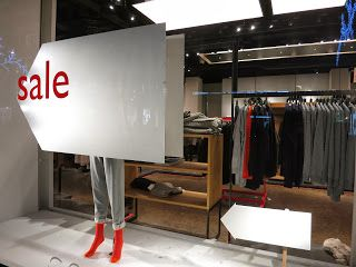this way to SALE, pinned by Ton van der Veer