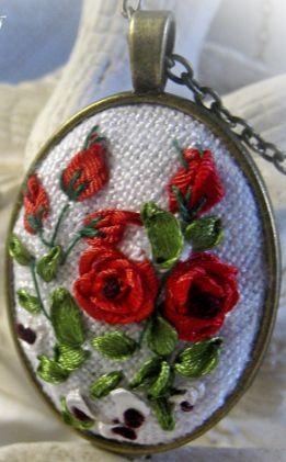 """""""Vörös rózsák"""" medál"""
