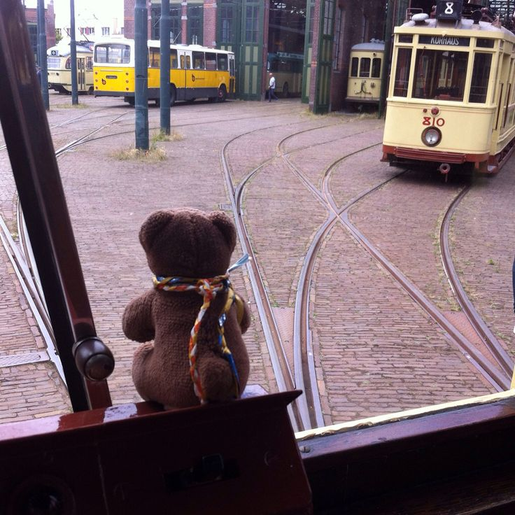 Friedeltje visited the The Hague Public Transport Museum (HOVM) this afternoon based in an old tram depot.  The oldest tram dates from 1878! Some of the old trams still ride through the city during summer weekends. Friedeltje was allowed to pose in a beautiful tram built in 1929. Thanks HOVM!