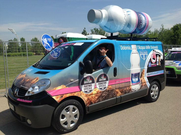 Arriva il furgone di Acqua Dolomia con la Carovana del Giro!