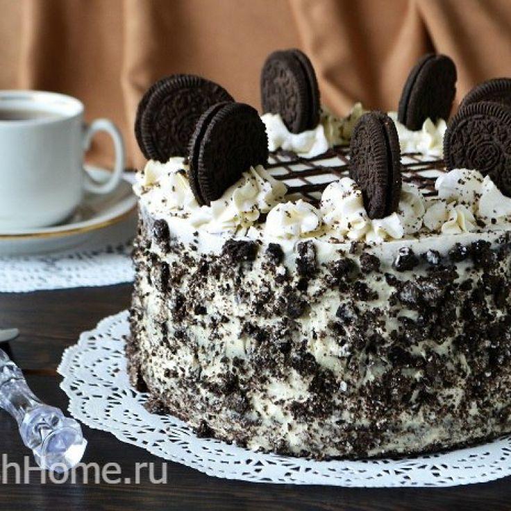 Практически всем знаком хрустящий вкус шоколадного печенья «Орео». А вот торт «Орео» пробовали далеко не все, поэтому сегодня мы и предлагаем приготовить этот неповторимый на вкус десерт.