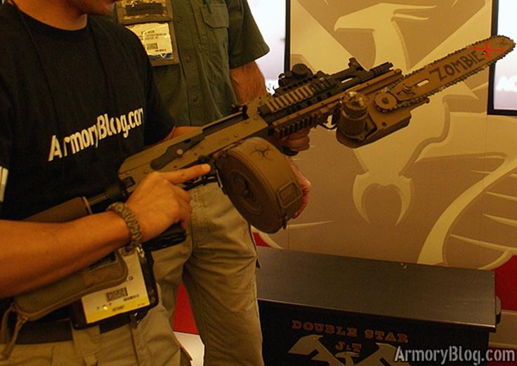 Le Doublestar Zombie-X AK-47 - Un fusil d'assaut équipé d'une baïonnette tronçonneuse