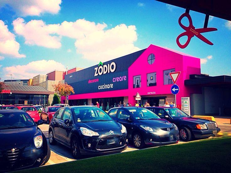 Zodio - Rozzano, Milano, Italia. Dall'esterno