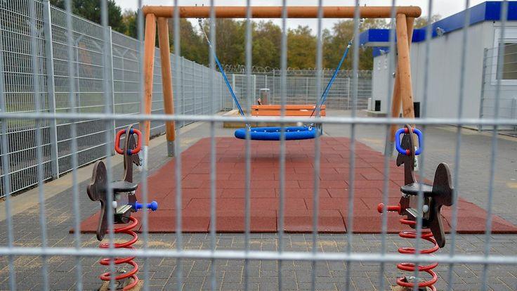 Gefängnis light am Flughafen: Hamburg stellt erste Abschiebe-Unterkunft vor