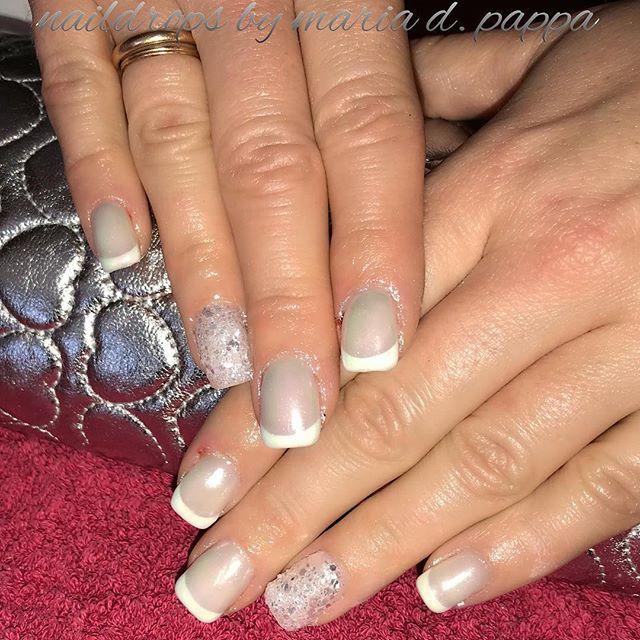 #frenchmanicure #perlnails #glitternails