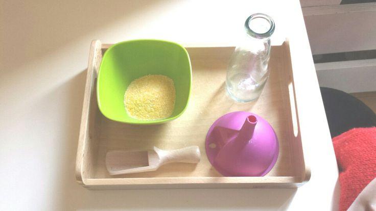 I miei vassoi ♡: travasare farina con cucchiaio e imbuto