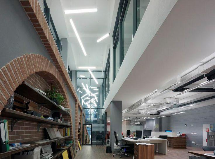 Линейные подвесные светильники CAMELOT в современном офисе #линейныйсветильник #подвеснойсветильник