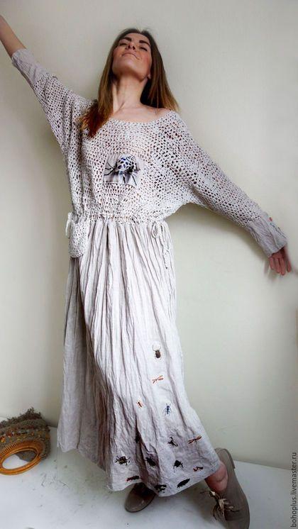 Купить или заказать Платье в стиле бохо 'Жужжание жуков 2' в интернет-магазине на Ярмарке Мастеров. Нежность облака в тебе, Свежесть, трепет как в реке. Как тебя не полюбить, Как с тобой себя забыть... Зарезервировано Платье для любительниц бохо и всего необычного цвета светлого льна. Платье с вязаным лифом из ленточной пряжи льна с па, причем крючком и достичь неровной структурной вязки сложнее, когда привычка вязать ровно , и прямая свободная юбка из итальянского льна и ярким декоро...