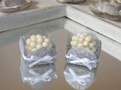 Forminhas de Doce - caixetas em tela prata com laço. Decoração para mesa de doces de Casamento, Chá de Bebê, Chá de Casa Nova, Chá de Lingerie, Formaturas, 15 anos.