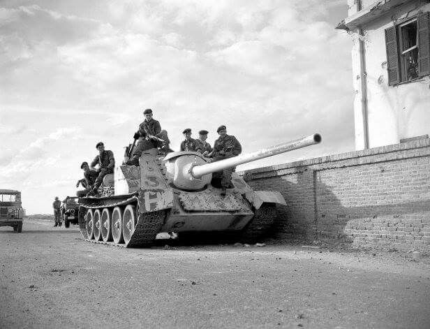 Egyptian SU-100 tank destroyer captured by British troops, Post Said, 1956