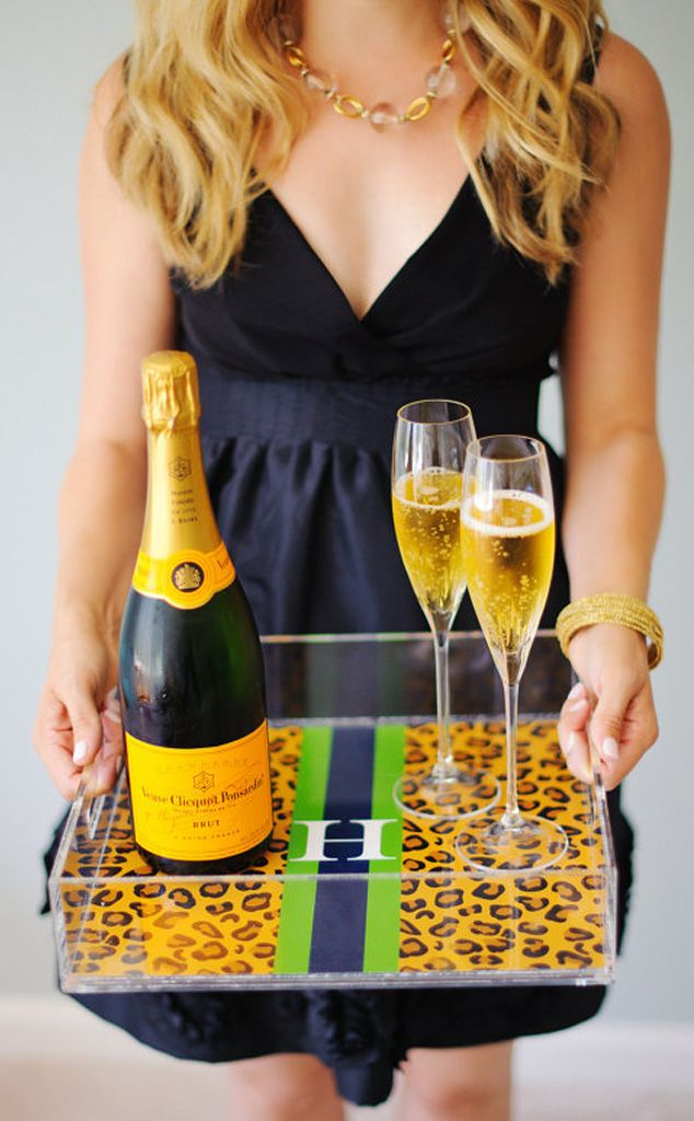 Need a holiday hostess gift? We've got some amazing ideas! http://www.eonline.com/photos/7104/holiday-hostess-gifts/240832