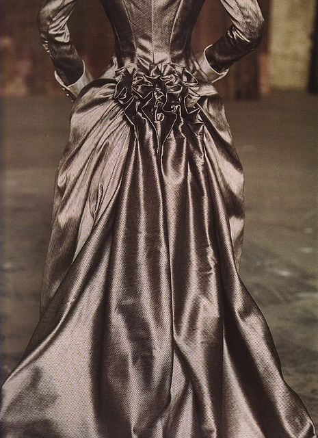 Mina's bustle (Dracula film) by Rachel Roses (Countess of Beaumont), via Flickr