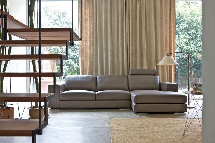 Manhattan Alberta  Prosta forma pasująca do wielu wnętrz.Duże możliwości stworzenia własnej kanapy ,dzięki wielu bryłom, możemy mieć zarówno mała sofę o wymiarze 190cm x102 cm , lub 400x102., jak i narożniki 315x164 lub 302 x254.Wypełnienie specjalnymi piankami dające komfort wypoczynku.Duża różnorodność tapicerek i skór.Model posiada także funkcję spania .
