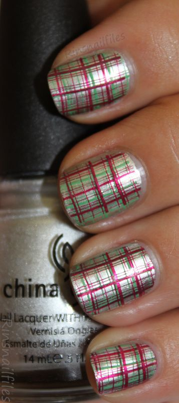 Christmas Nail Art - nailartgallery.nailsmag.com Nail Art Gallery.