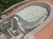 Типичное «черепаховое надгробие» в Цюаньчжоу