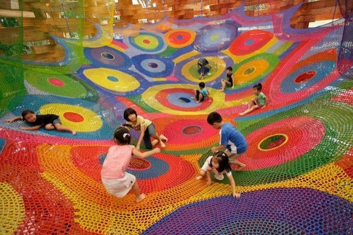juegos para nios con tejidos a crochet en el museo al aire libre en hakone japn outdoor museum pinterest juegos para niosu