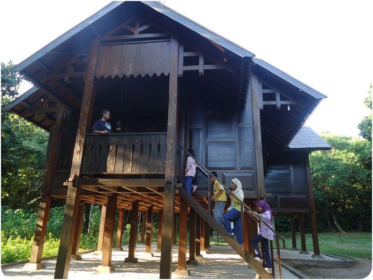 bugis-homes-at-karimunjawa-islands