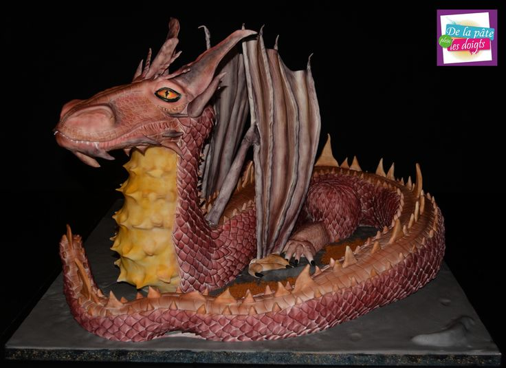 cake sculpted dragon
