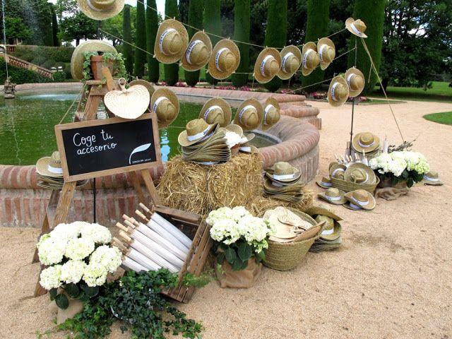 Los invitados disponían de un espacio para coger un gorro, pai pai o parasol.