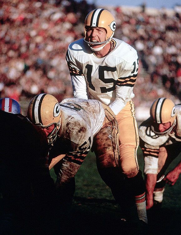 Bart Starr under center during a 1962 game against the San Francisco 49ers.