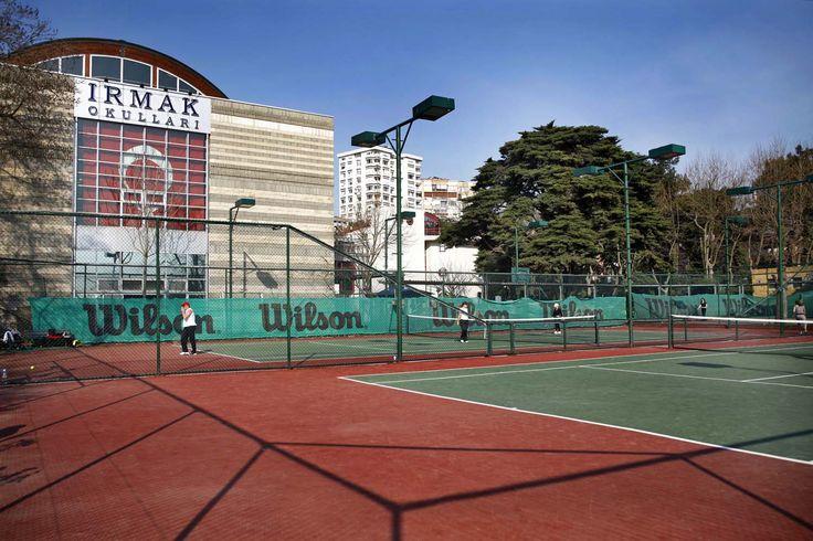 Caddebostan Tenis Cafe'den okulumuzun görünümü