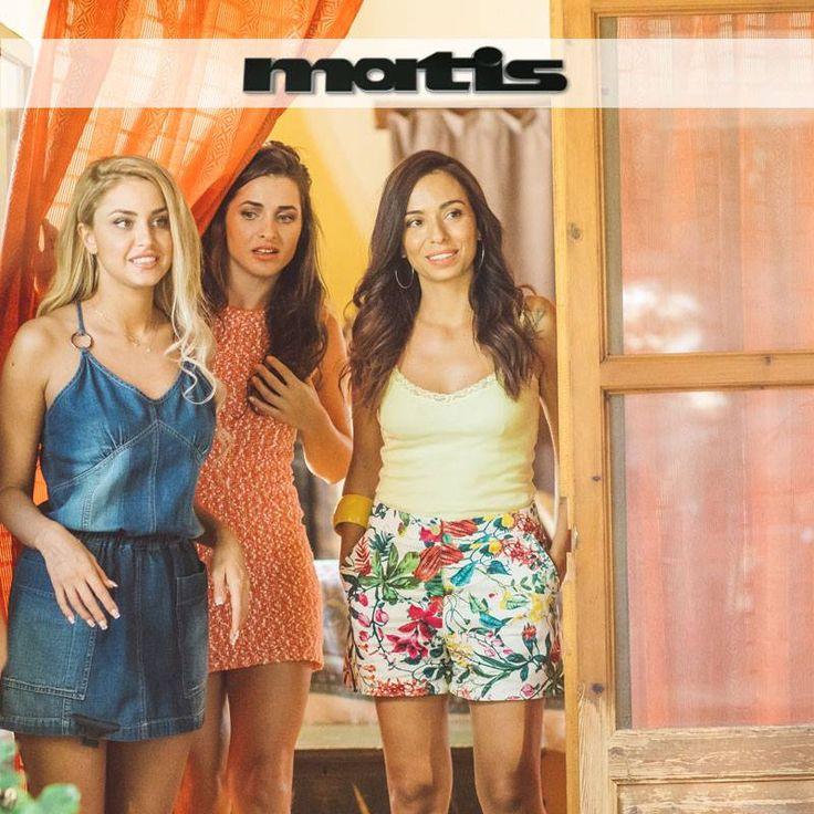 """Τhrow back to the filming of the famous greek film """"Bachelor 2"""". The actresses looked so fab in their matis outfits!"""