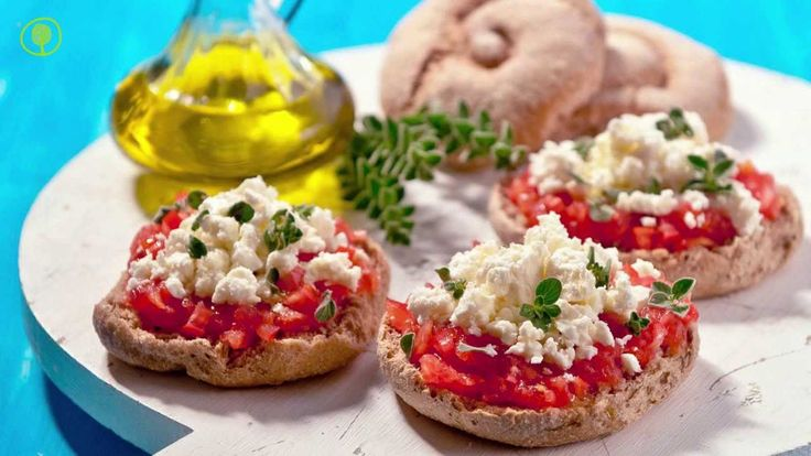 The secret to make a perfect ‪#‎Ntakos‬: Add juice tomatoes on the top of the rusk bread and garnish it with fresh oregano and extra virgin olive oil. Give a finishing touch with feta cheese and Kalamata olives! A healthy and light veggie meal! Yum!! ‪#‎agoramoments‬ ‪#‎greekfood http://agoragreekdelicacies.co.uk/shop/4570272296/barley-bread-rusk-rolls---ntakos-700gr/7807431‬