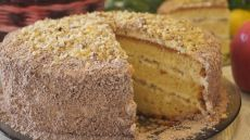 """Торт """"Сметанник"""" с Орехами. Вкусно, Готовится Быстро и Совсем Просто!  Торт Сметанник с орехами. Готовится торт сметанник из небольшого количества продуктов и имеет очень нежный, приятный вкус и аромат. ИНГРЕДИЕНТЫ Тесто: Мука -280гр. Яйцо – 4шт. Сметана – 200гр. Сливоч…"""