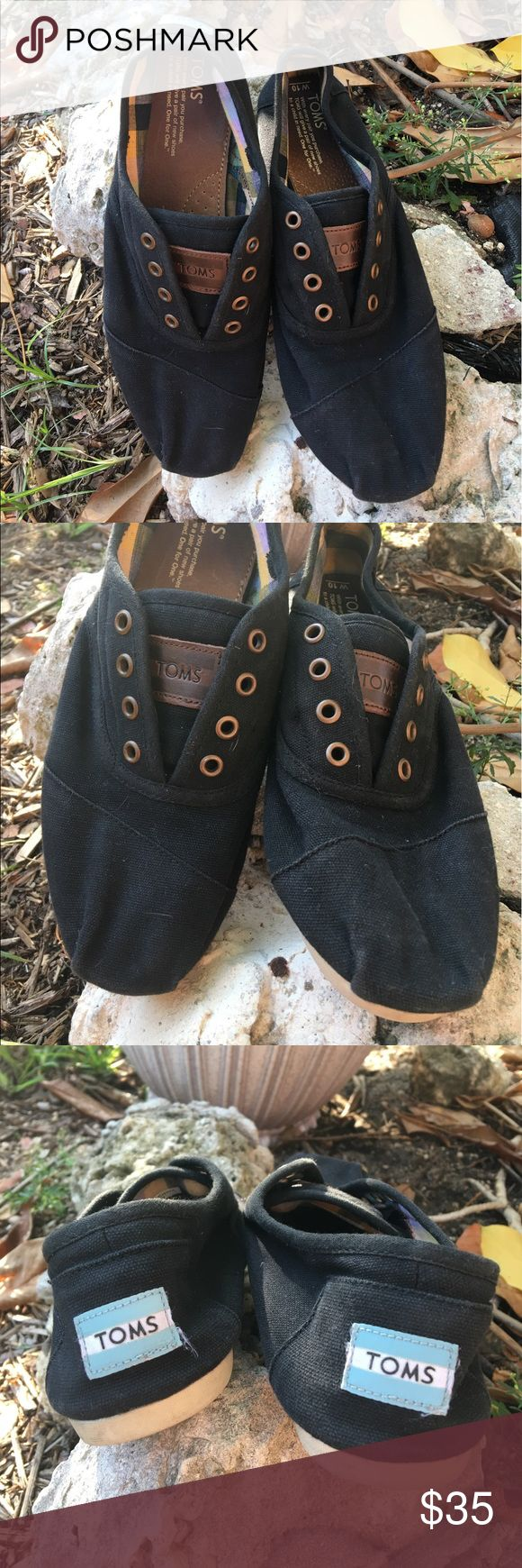 🆕Tom's Black & tan loafers Tom's black uppers with tan trim loafers. These have been worn and loved but are truly in excellent condition. No rips or stains. GUC Price is reflective of the use ✅I ship same or next day ✅Bundle for discount TOMS Shoes Flats & Loafers