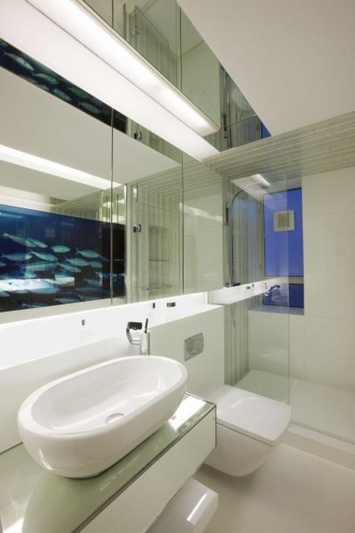minimalist and clean bathroom interior decor