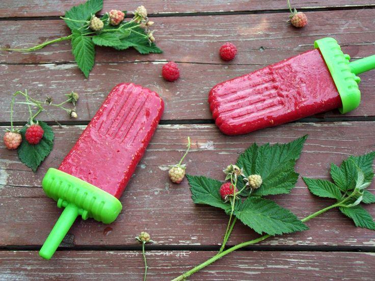 CAIETUL CU RETETE: Inghetata de zmeura pe bat ( Popsicles )