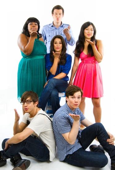 Kurt Hummel, Rachel berry, Artie abrumes, Tina Cohen Chang, Mercedes jones, Finn Hudson