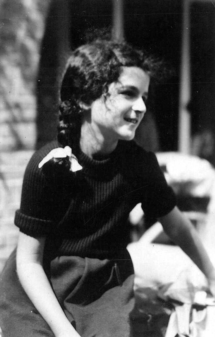 Sanne Ledermann was one of Anne Frank's best friends. Sanne was murdered at the age of 15 in Auschwitz.