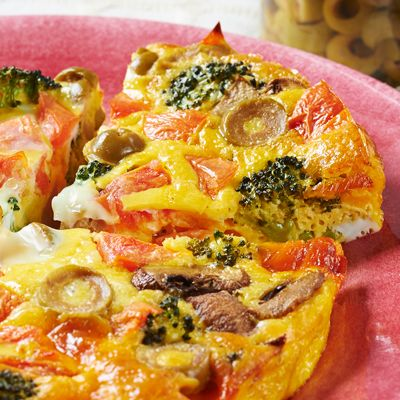 【レシピ有】【調理時間40分】イタリア版オムレツ!キッシュのように、いろいろな具材が入った食感が楽しい一品です♪ チーズのコクと、まろやかだけどほのかにスパイシーなお肉、モルタデッラの相性は抜群です★ - 63件のもぐもぐ - フリッタータ by Reciple