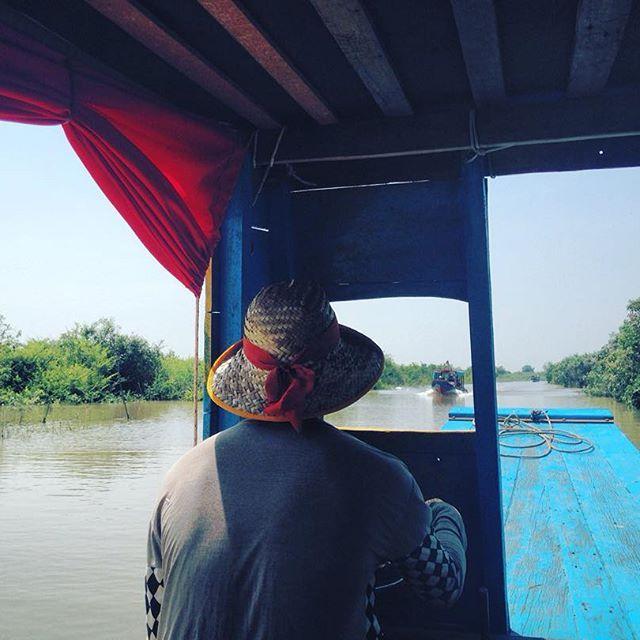 #pasonoroeste #komplongphluk #cambodia #travelphotography #travel #thisisawayoflife #boat #floatingvillage