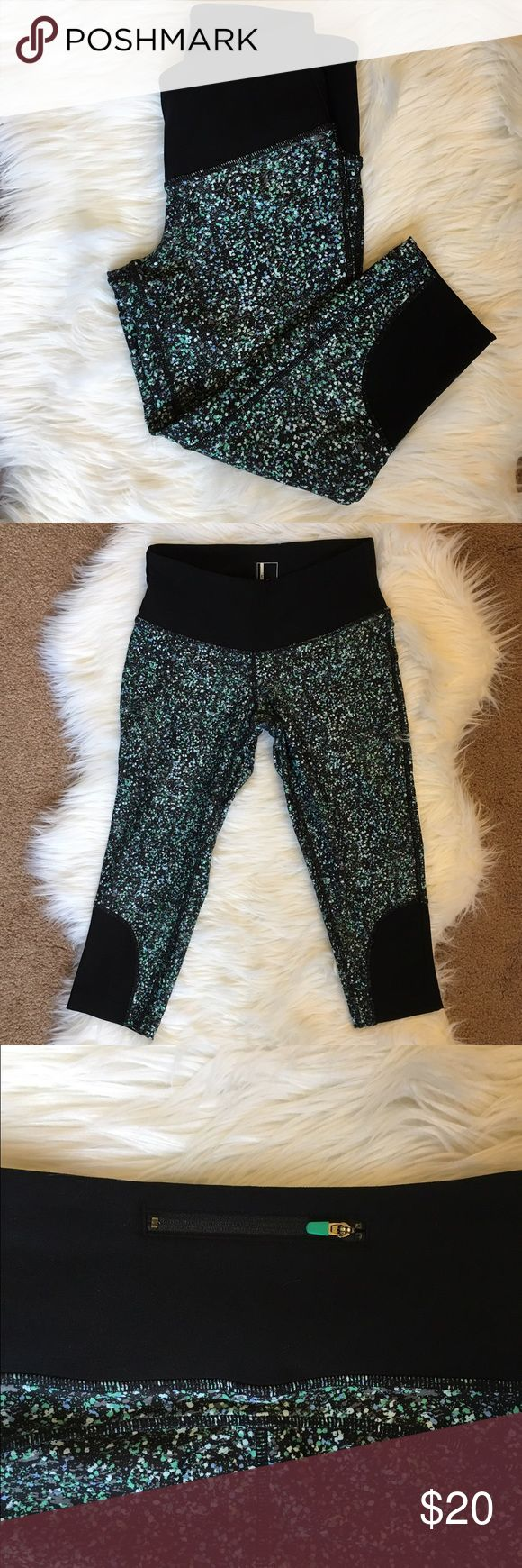 Mondetta Printed Workout Capris Moisture wicking fabrication Back zippered pocket with flat lock puller Excellent condition Only worn one time MONDETTA Pants