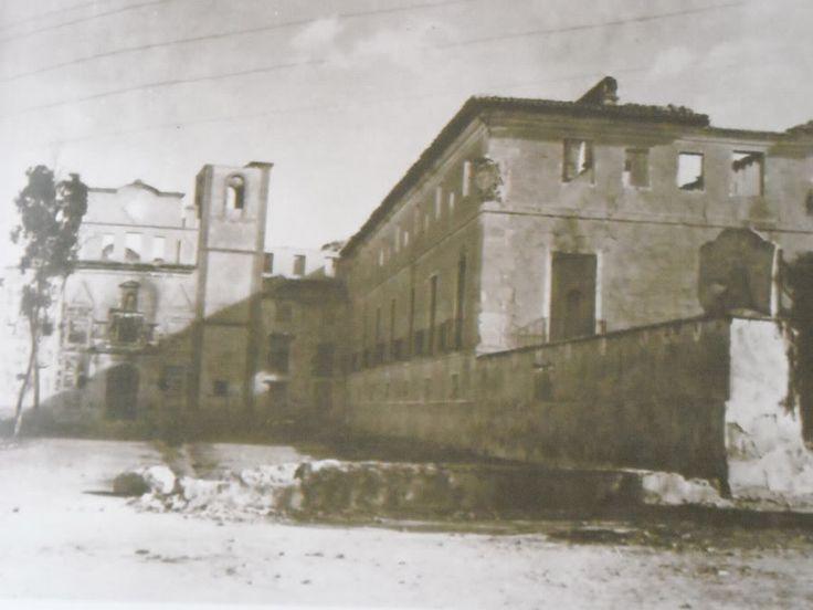 Murcia: Ruins of San Francisco Convent after the War in the 40's. Estuvo entre el paseo del Malecón y el mercado de Verónicas